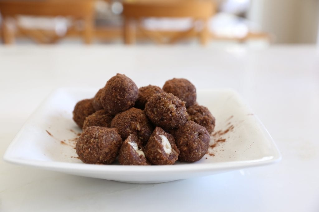 Snicker Protein Bites