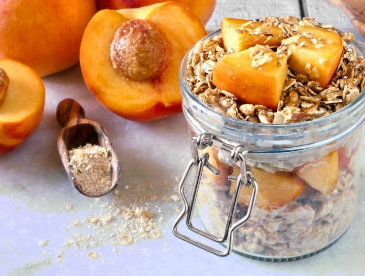 week 4 workout schedule | summer shape up series, peaches & cream overnight oats, perfect summer breakfast, peaches, easy breakfast, healthy meals, meal plan for women, healthy meal plan, healthy breakfast
