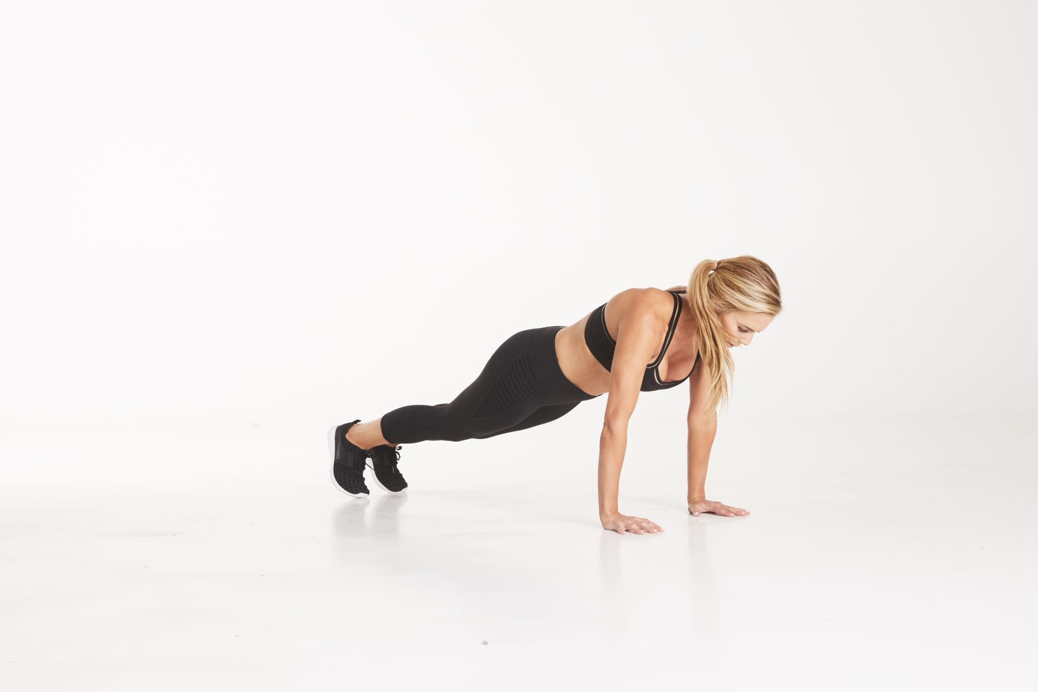 forearm plank, plank challenge, planks, how to plank, weekly workout, workouts, daily workout schedule, workouts for women, at home workout for women.