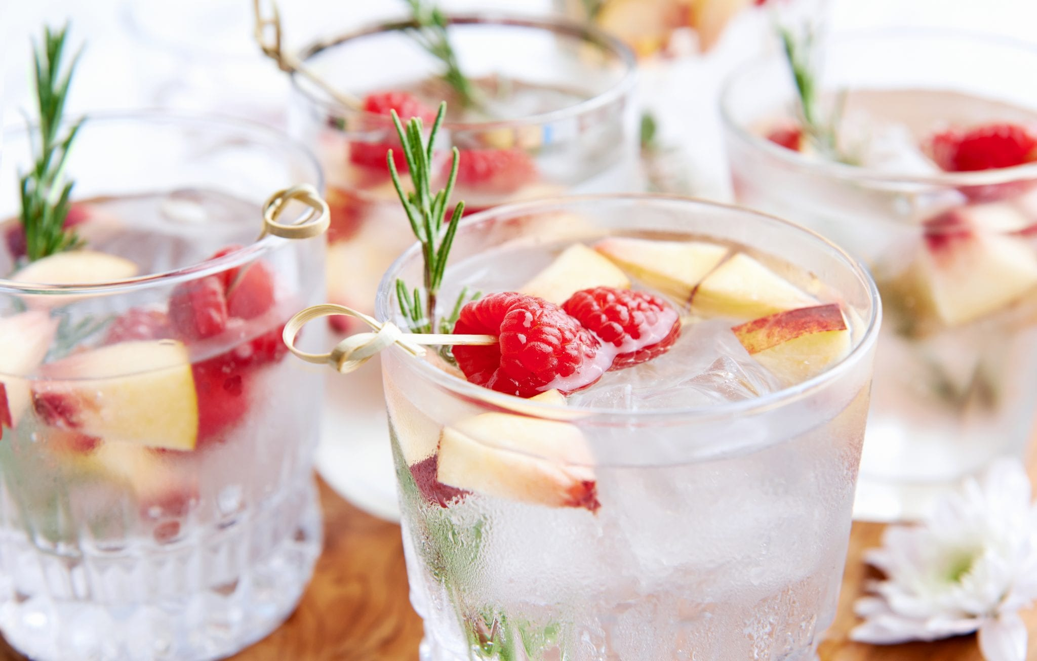 Raspberry Apple Spritzer, holiday drinks, holiday cocktails, healthy holiday drinks, celebrate, holidays, lsf sleigh, daily workouts