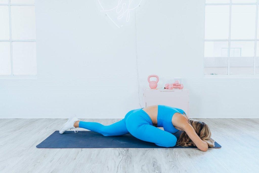 8 movimentos de ioga simples para relaxamento 8